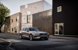Volvo V60, 2018, front