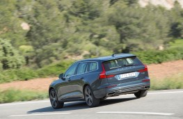 Volvo V60, 2018, rear, action