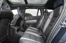 Volvo V60 T6 Recharge, 2021, rear seats