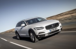 Volvo V90 Cross Country, 2017, front
