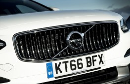 Volvo V90 Cross Country, 2017, grille
