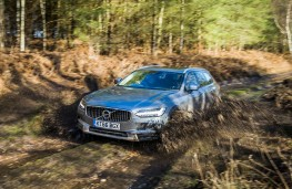 Volvo V90 Cross Country, 2017, off road, front, mud