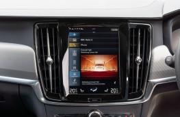 Volvo V90 R-Design, 2021, display screen