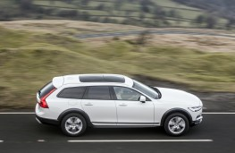 Volvo V90 Cross Country, 2017, side