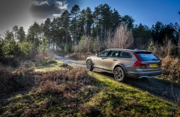 Volvo V90 Cross Country, 2017, off road, side