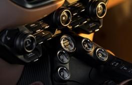 Aston Martin Vantage, 2018, centre console controls