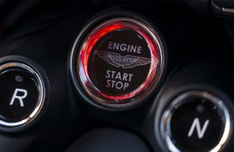 Aston Martin Vantage, 2018, starter button