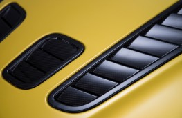 Aston Martin V12 Vantage S Coupe, bonnet vents