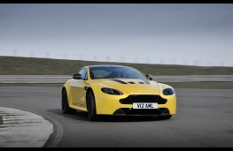 Aston Martin V12 Vantage S Coupe, front, action