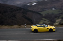 Aston Martin V12 Vantage S Coupe, side