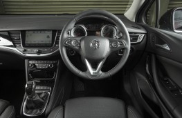 Vauxhall Astra Ultimate, dashboard