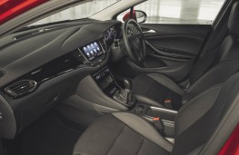 Vauxhall Astra, front seats