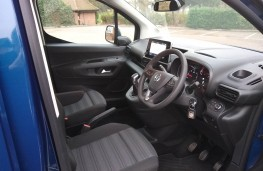 Vauxhall Combo Life XL, front seats