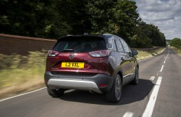 Vauxhall Crossland X Ultimate, rear action