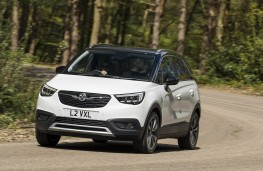 Vauxhall Crossland X, action front