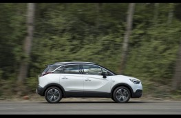 Vauxhall Crossland X, side action