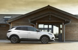Vauxhall Grandland X, side static