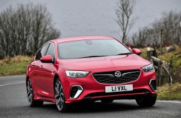 Vauxhall Insignia GSi, front action 2