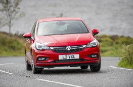 Vauxhall Astra SRi, front action 2