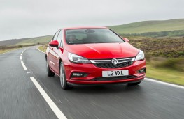 Vauxhall Astra SRi, front action