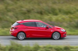 Vauxhall Astra SRi, side action