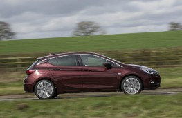 Vauxhall Astra Ultimate, side action