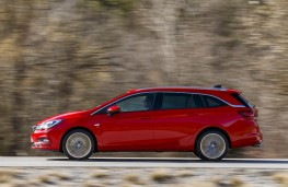 Vauxhall Astra Sports Tourer, side action