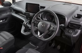 Vauxhall Combo Life - Cockpit