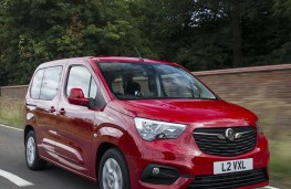 Vauxhall Combo Life - Front threequarter action
