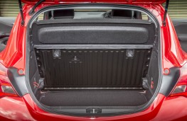 Vauxhall Corsa Red, boot