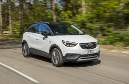 Vauxhall Crossland X, action front 2