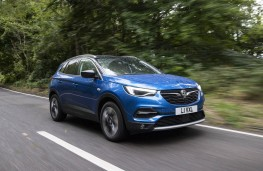 Vauxhall Grandland X, front action