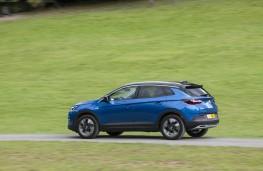 Vauxhall Grandland X, side action