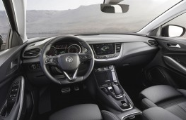 Vauxhall Grandland X Hybrid4 cockpit
