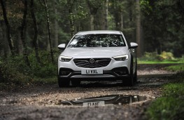 Vauxhall Insignia Country Tourer, front mud 2
