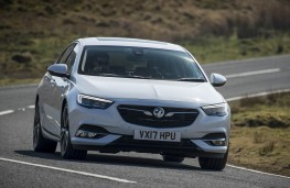 Vauxhall Insignia Grand Sport, front action 2