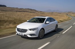 Vauxhall Insignia Grand Sport, front action
