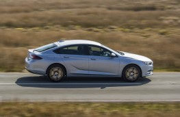 Vauxhall Insignia Grand Sport, side action