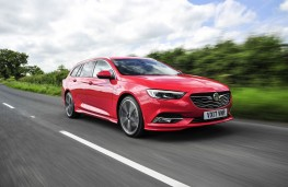 Vauxhall Insignia ST, front action 2