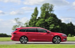 Vauxhall Insignia ST, side action