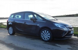 Vauxhall Zafira Tourer, side static 2
