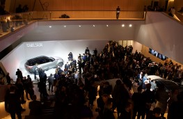 Range Rover Velar reveal, 2017, crowds 2
