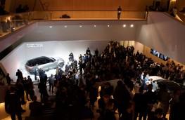 Range Rover Velar reveal, 2017, crowds 2