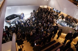 Range Rover Velar reveal, 2017, crowds