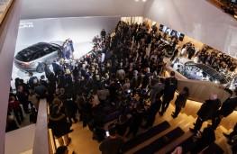 Range Rover Velar reveal, 2017, crowds