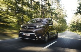 Toyota Proace Verso, 2016, front