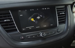 Vauxhall Grandland X Hybrid4, 2020, display screen