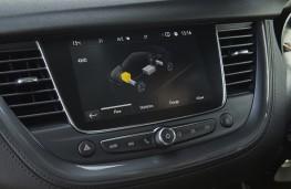 Vauxhall Grandland X Hybrid4, 2020, display screen