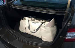 Ford Mondeo Vignale, bag in boot