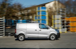 Vauxhall Vivaro, 2019, side, static
